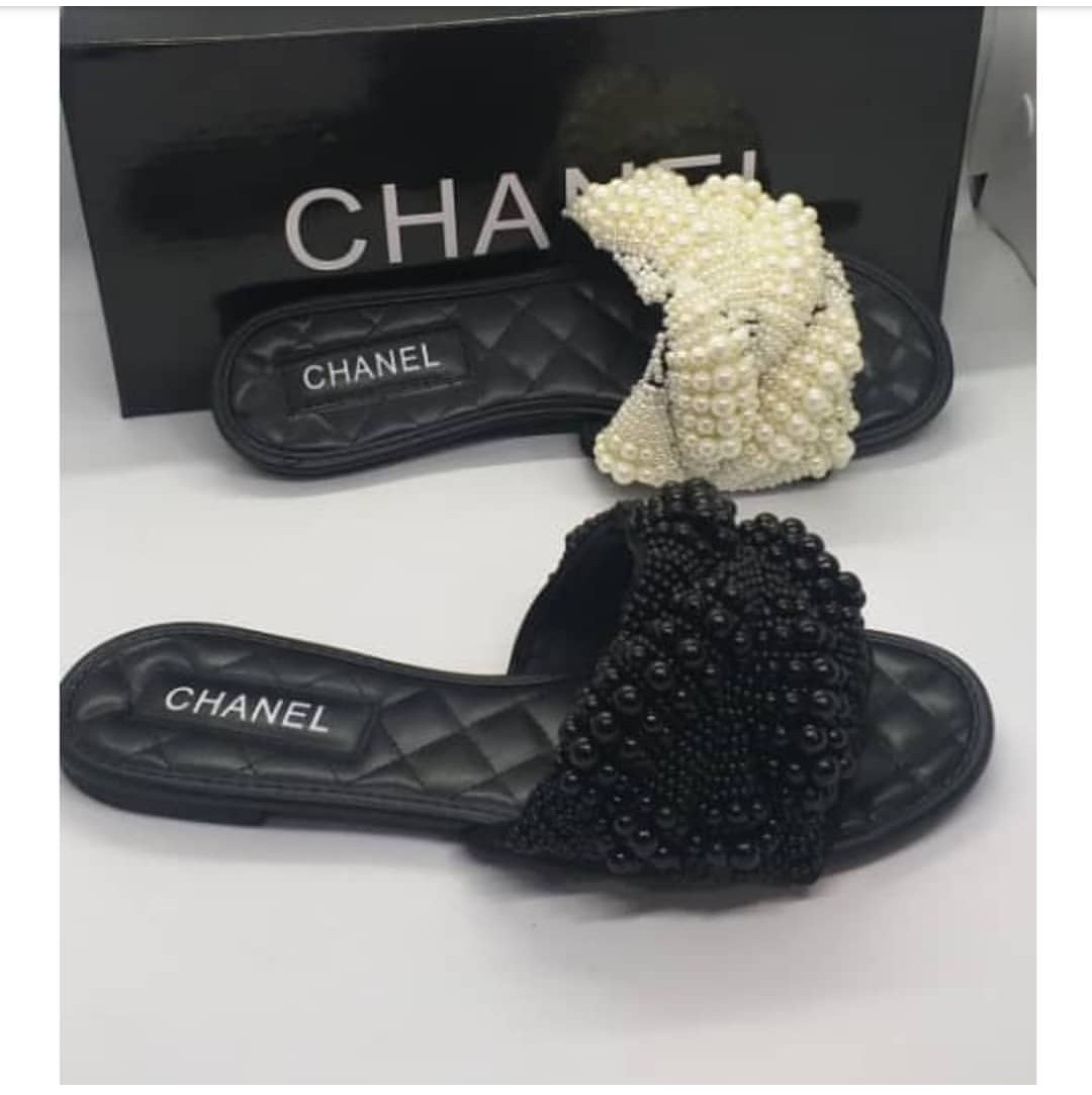حوض السعادة عرضة لل Chanel Slippers Cabuildingbridges Org