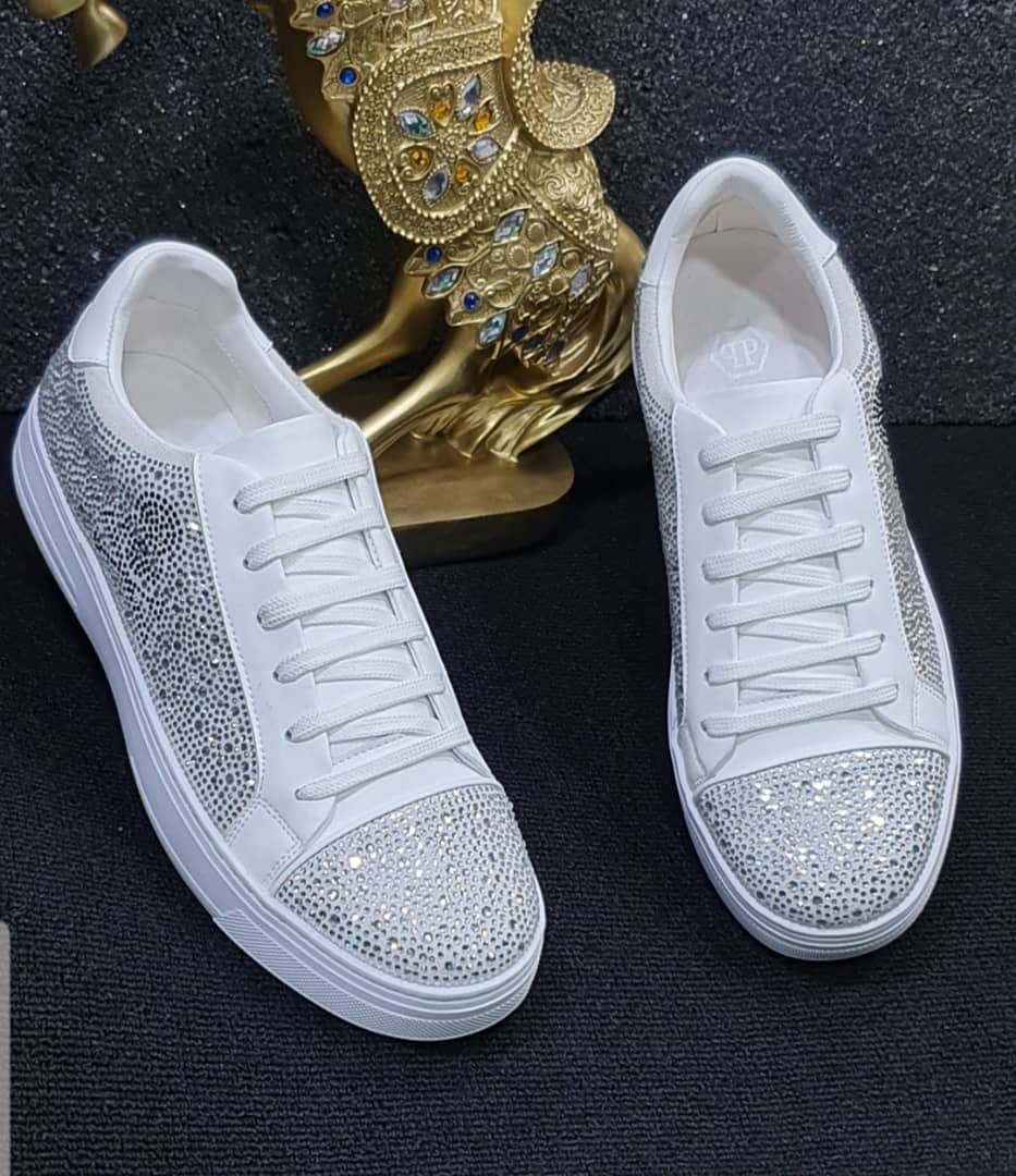 BEAUTIFUL CRYSTAL STONED SNEAKERS