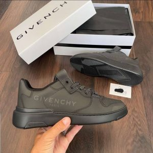 GIVENCHY PARIS LOW TOP LACED SNEAKERS