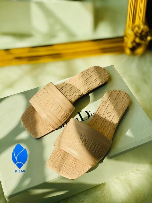 NEW TRENDY FASHION FLAT SLIPPERS FOR LADIES